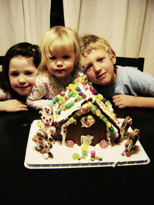Kids_and_gingerbread